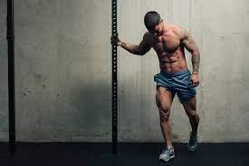 Uomo mentre si sta allenando
